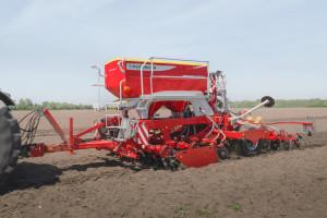 Uprawa zredukowana pomaga zbudować właściwą strukturę gleby