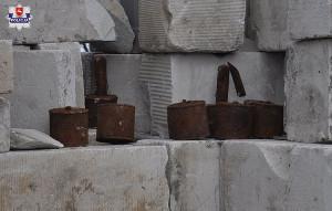 Na jednej z posesji znaleziono też 10 granatów, w części uzbrojonych