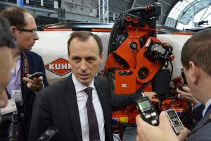 O maszynie opowiadał dyrektor zarządzający w Kuhn Maszyny Rolnicze, Artur Szymczak