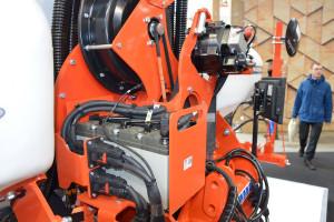 Siewnik wyposażono w niezależny układ elektryczny, co ma zagwarantować niezawodność maszyny