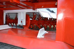 Napędzane hydraulicznie rotory mogą pracować do 20 cm głębokości.