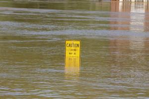 IMGW: możliwe gwałtowne wzrosty stanów wód i lokalne podtopienia