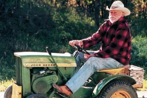 W rolach głównych w filmie Straight Story Davida Lyncha wystąpili Richard Farnsworth i traktorek-kosiarka John Deere, fot. kadr z filmu Straight Story