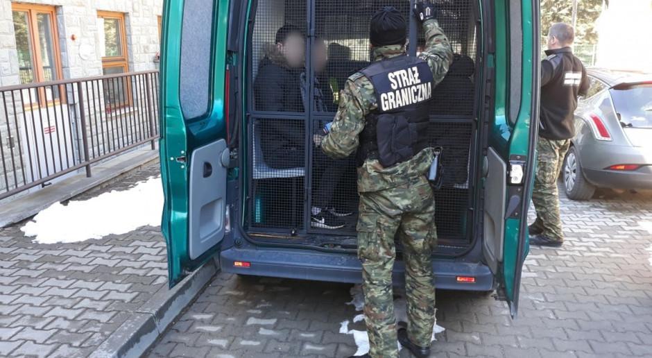 Ukraińcy nielegalnie pracowali przy produkcji artykułów spożywczych