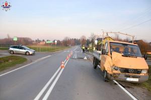 W wypadku ucierpiał pasażer mercedesa