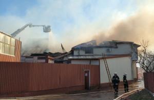 Do gaszenia płonących obiektów produkcyjnych trzeba było ściągnąć drugi podnośnik