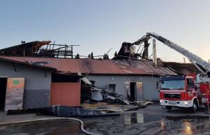 Strażacy musieli rozebrać spalone poszycie dachów i nadpalone elementy więźby
