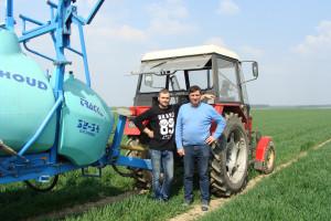 Laureat nagrody głównej 365FarmNet Ryszard Boczar wraz z synem Łukaszem, fot. Art