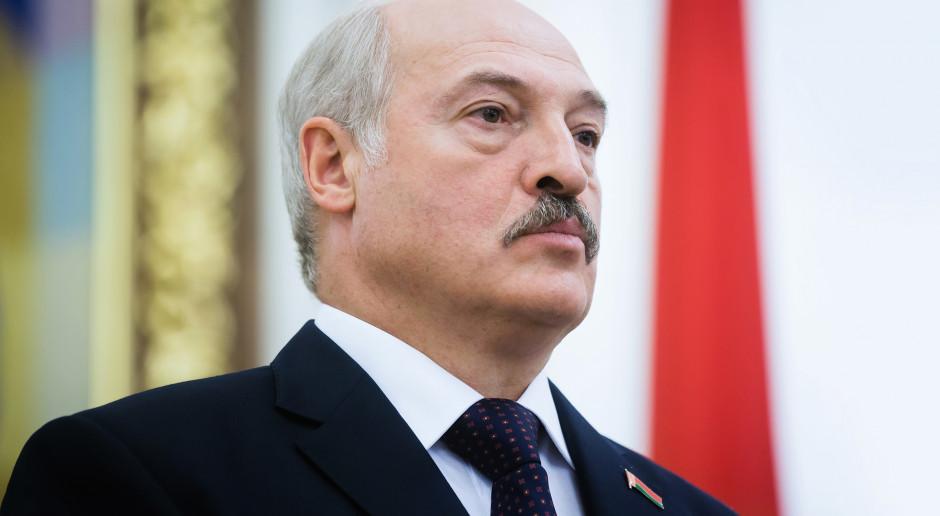 Alaksandr Łukaszenka zrywa arbuzy