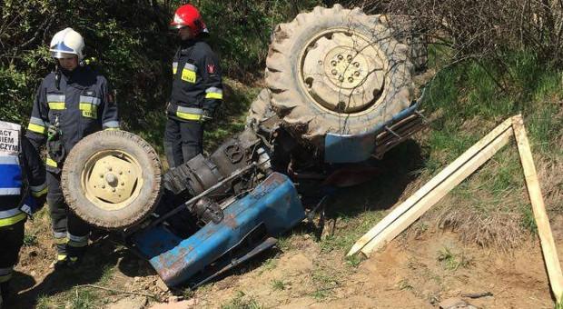 Pod traktorem zginął rolnik