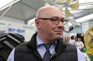 Marcin Młodożeniec z ATG prezentował poszczególne modele opon, fot. ArT