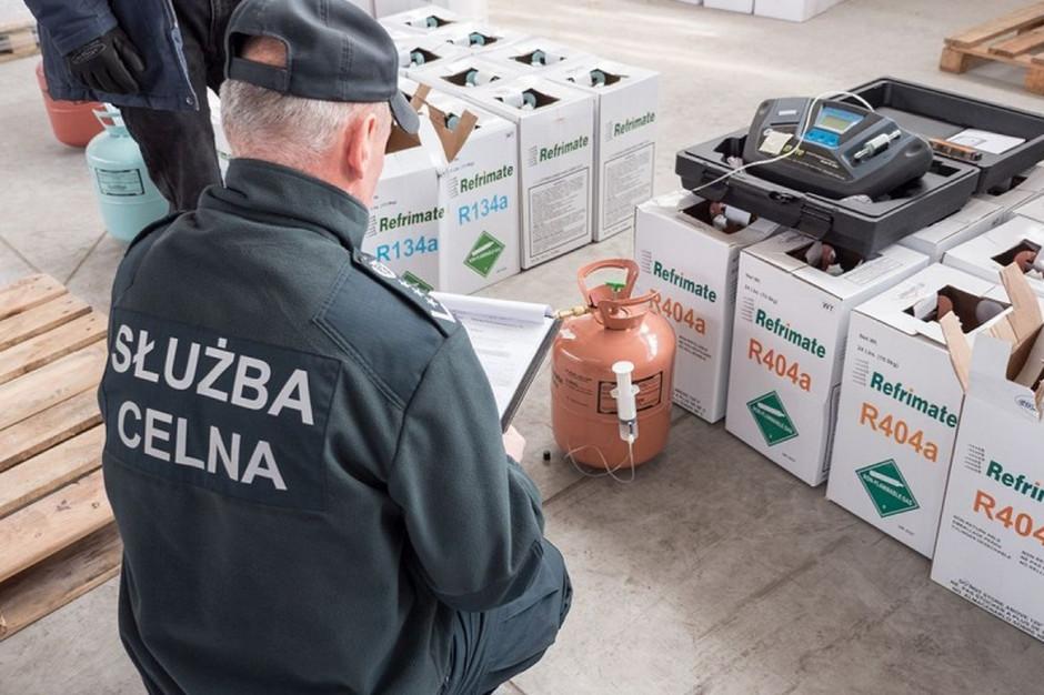 KAS zatrzymała prawie 25 ton nielegalnie wwiezionych czynników chłodniczych   Foto: KAS
