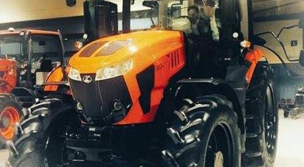 Duże ciągniki Versatile w barwach Kuboty?