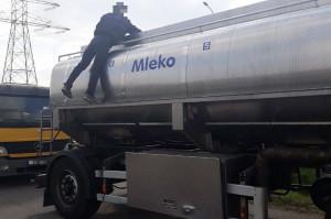 Transport wstrzymano do momentu przelania nadmiaru ładunku do innej cysterny