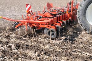 Brytyjscy rolnicy coraz częściej zwracają uwagę na żyzność gleby i rezygnują z pługa