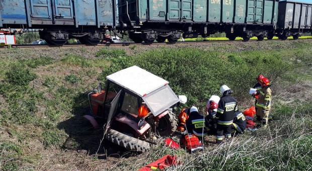 Ciągnik rolniczy zderzył się z pociągiem