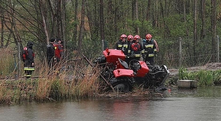 Traktor w stawie, kierowca utonął
