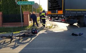 Jedna z rowerzystek otarła się o naczepę, ale nie odniosła poważnych obrażeń