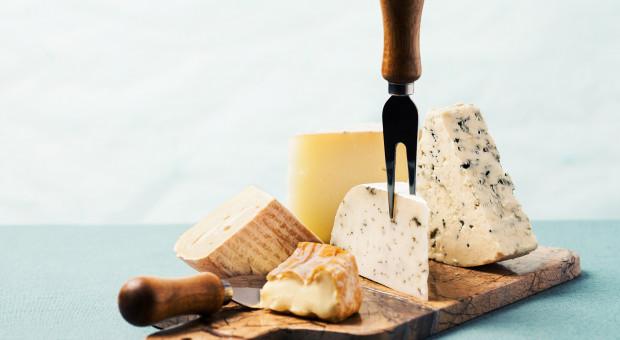USA grożą surowymi cłami na sery, kiełbasy i whisky
