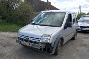 Kierowca zaliczył wpadkę przez niekompletną karoserię auta, Fot. KMP Olsztyn
