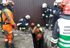 Strażacy musieli pracować w aparatach do ochrony dróg oddechowych