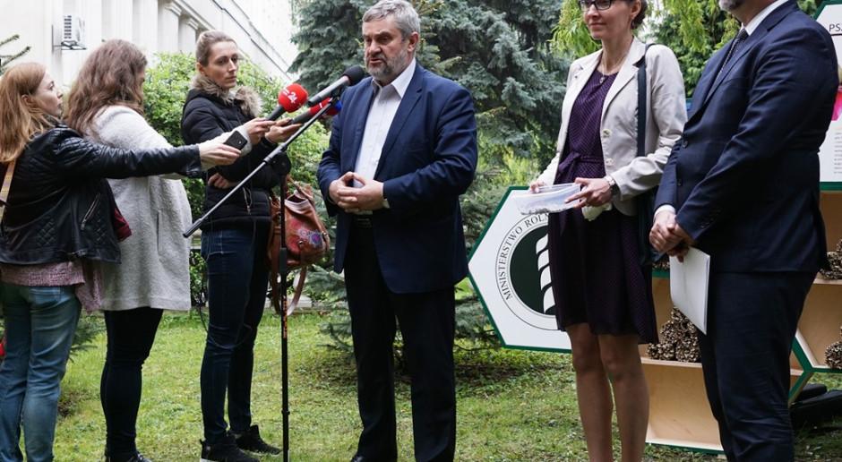 Ardanowski: do pszczelarzy trafią środki z funduszu promocji rzepaku i roślin białkowych