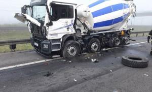 Według policji ciężarówki z betonem stały prawidłowo i były odpowiednio oznakowane na czas awarii