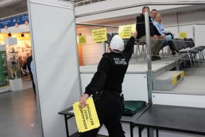Transparenty zawieszone wokół ringu nie przeszły cenzury
