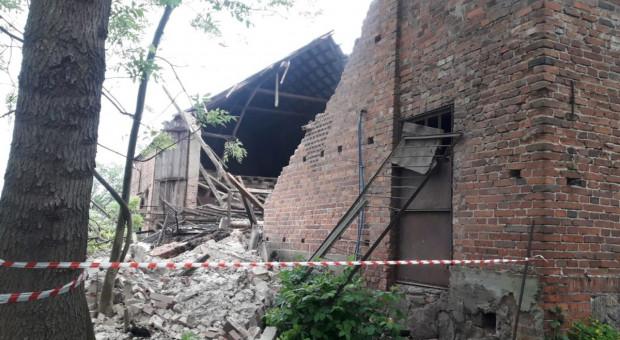 Zawalił się budynek inwentarski