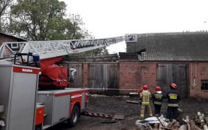 Strażacy zabezpieczyli budynek, który wymaga gruntownego remontu