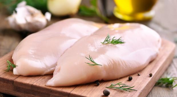 Indie: przez epidemię koronawirusa mięso kurczaka tańsze od owoców