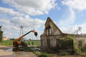 Strażacy rozebrali spalona konstrukcję dachu i poszycia