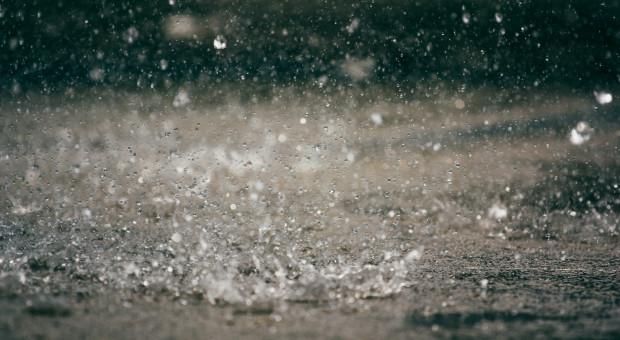 IMGW: intensywne opady deszczu w ośmiu województwach