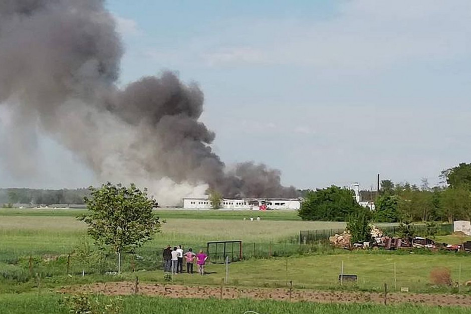 Pożar był widoczny z odległości wielu kilometrów, zdjęcia: OSP Turek