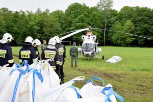 Strażacy i żołnierze od dwóch dni walczą z żywiołem na południu kraju