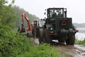 Na zalane tereny ściągnięto ciężki sprzęt, na wiele zalanych terenów nie da się dojechać nawet ciągnikiem, fot. 21 Brygada Strzelców Podhalańskich