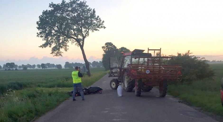 Motocyklista ranny po zderzeniu z ciągnikiem