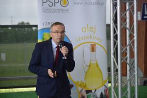 dr hab. Witold Szczepaniak z Uniwersytetu Przyrodniczego w Poznaniu omawiał nawożenie rzepaku; Fot. Katarzyna Szulc