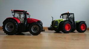 Chłopcy dumnie prezentują nowy sprzęt: Claas Xerion 5000 o mocy 520 KM i maksymalnym momencie obrotowym na poziomie 2450 Nm oraz Case IH Optum 300 CVX o mocy 313 KM, fot.tk