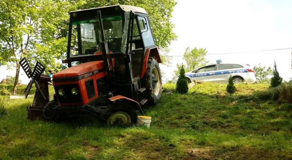Rolnik zasłabł za kierownicą ciągnika. Nie udało się go uratować