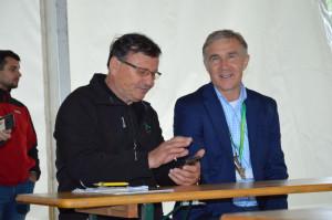 Na pierwszym planie od lewej: Wojciech Krasecki, właściciel gospodarstwa i Leszek Cebulski, prezes Osadkowski-Cebulski; Fot. Katarzyna Szulc