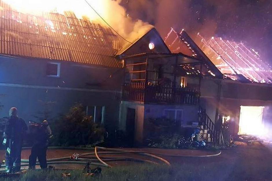 Pożar zauważono po godz. 1.00 w nocy, zdjęcia: OSP Domaszków