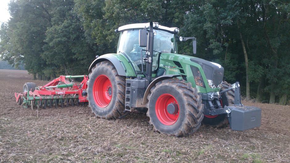 Zmiana systemu uprawy roli znacznie ułatwiła przygotowanie ciężkiej i gliniastej gleby do siewu w gospodarstwie pana Andrzeja Zacharczuka.