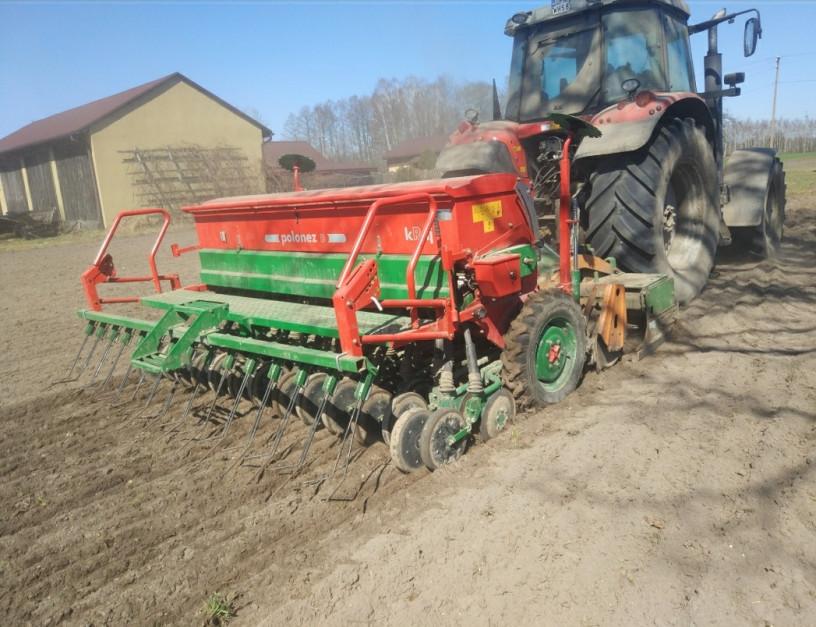 W gospodarstwie pana Przemysława Tomaszewskiego większość areału obsiane jest kukurydzą. Rolnik zauważył, że w systemie bezorkowej rośliny lepiej plonują.