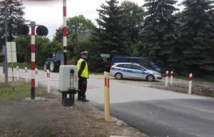 Do zdarzenia doszło na przejeździe kolejowym w Skroniowie pod Jędrzejowem  Foto: Policja