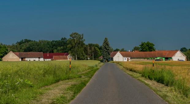 Gembicka: Opłaty za wyłączenie z produkcji rolnej m.in. finansują drogi dojazdowe