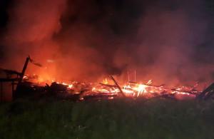 Stodoła w Liskach spłonęła doszczętnie wraz z samochodem wewnątrz