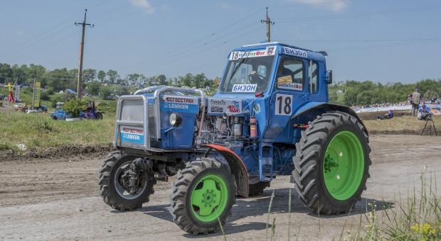 Wariacki wyścig traktorów w Rosji