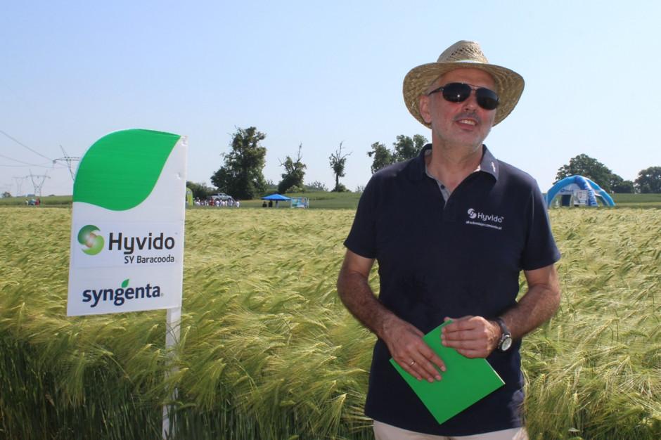 Jerzy Grzesiek, Campaign Lead odpowiedzialny w Syngenta za odmiany nasion zbóż, rzepaku i kukurydzy przedstawił podczas spotkania nowość w rodzinie Hyvido: SY Baracooda Fot. A. Kobus