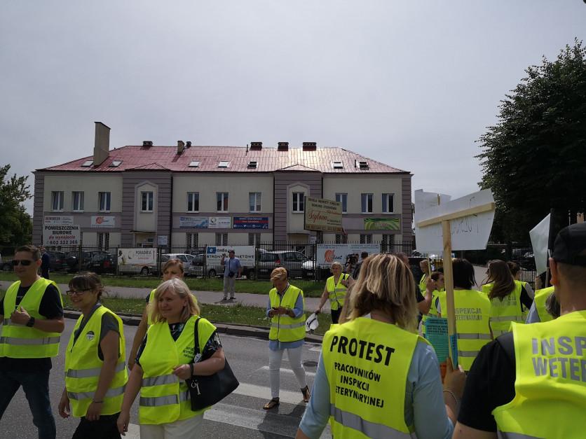 Protest pracowników Inspekcji Weterynaryjnej w Białymstoku (Fot.OZZPIW)
